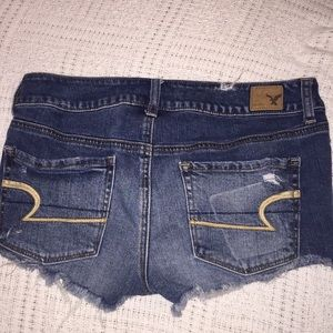 American Eagle jean shorts size 6. (D-11)